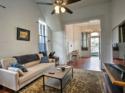 Photo for Garden District Apt- 2 Blocks to Mardi Gras Route!