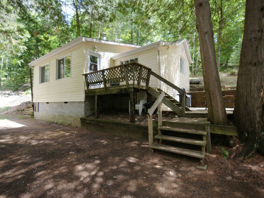 Grandview Cottage at Chandos Lake Resort