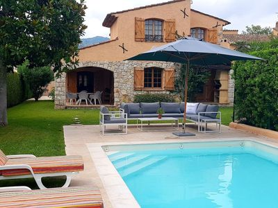 Photo for Beautiful renovated villa with Provencal style with pool and private dock.