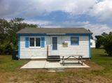 A cozy cottage located in the southern end of Narragansett!
