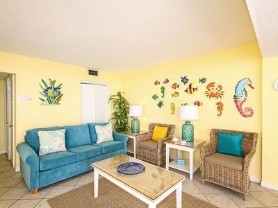 Photo for Shoreline Towers Unit 1051 - Spacious three bedroom beach front condo!!