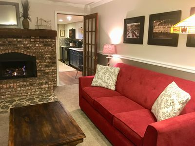 Guest Suite Walking Distance to Train & Golf Course