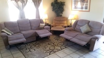 """5 recliners for ultimate relaxation while watching movies or sports on the 50"""""""
