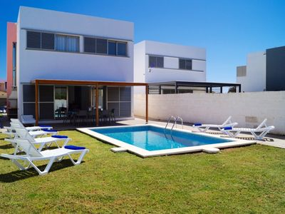 Photo for Villa with 4 bedrooms, 3 bathrooms, close to the beach