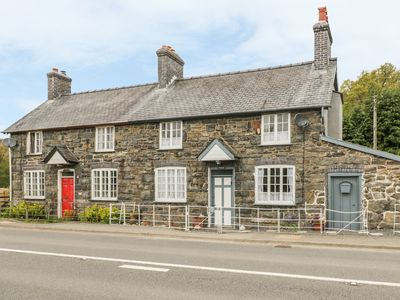 Photo for TYNEWYDD, with open fire in Llangadfan, Ref 937769