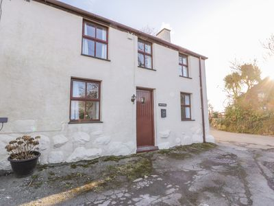 Photo for ERW CYNRUG, pet friendly, with open fire in Caeathro, Ref 987584