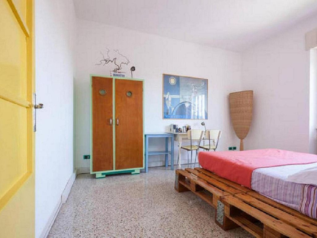 Coloured 2bedrooms design apartment in treviso easy to for Design apartment venice