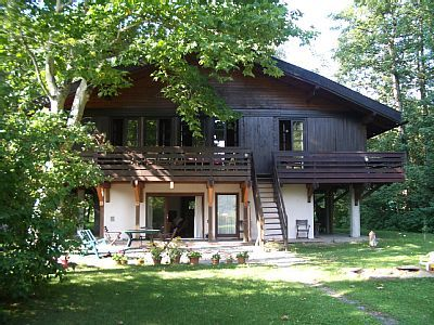 Photo for Cosy wooden house on the shore of Lake Wörth