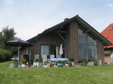 Fantastic house directly a. D. Müritz with private lake access, Plot 1000 m²