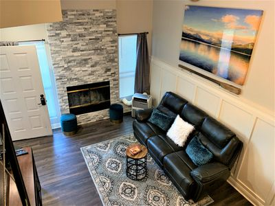 CONDO UPSTAIRS 2bdrms: BEAUTIFULLY RENOVATED by The Pines clubhouse, free wifi