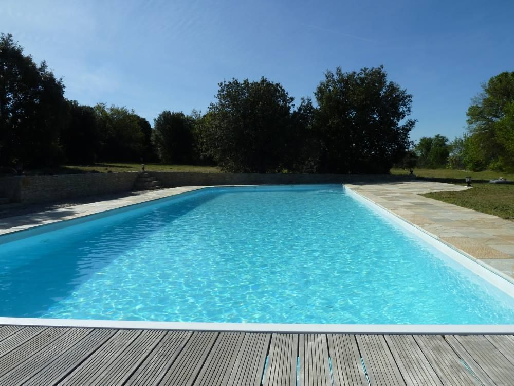By mont ventoux villa with very large pool great views for Camping mont ventoux avec piscine