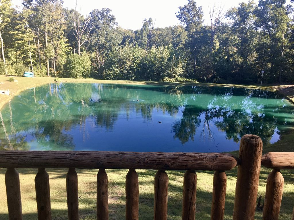 Secluded lodge with private fishing lake brookville for Private fishing lakes