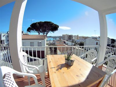Photo for Apartamento Marga: Just 90m from the beach, with nice terrace, 2hab, 4 pers