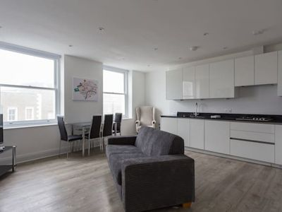 Photo for Trendy & Modern Camden Flat with Terrace (HH75)