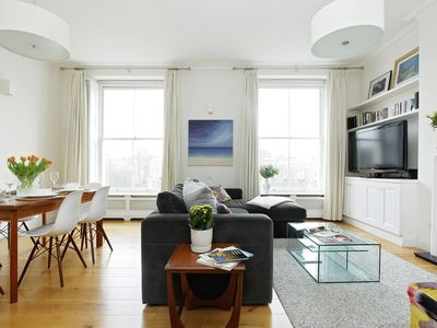 Photo for Spacious 2 bed, 2 bath Bayswater flat - quintessential London