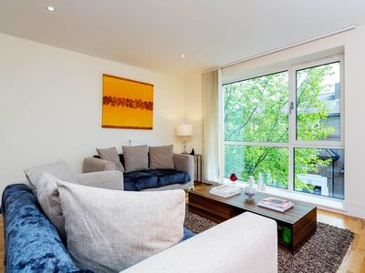 Photo for Glamorous 1 bed apartment with minimalist decor in stylish residence (Veeve)