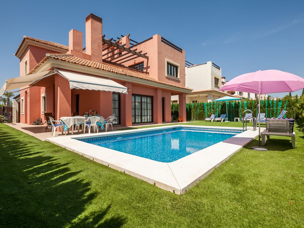 A sunny house 15 minutes from seville vrbo for Seville house