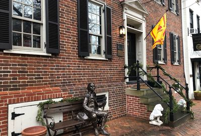 Duvall House is smack dab in the heart of historic Old Town Alexandria.