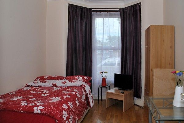 Studio Apartment London stratford studio apartment: spacious london studio apartment