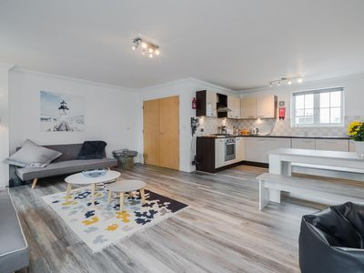 Photo for Amazing Central Town House Sleeps 6 + Parking