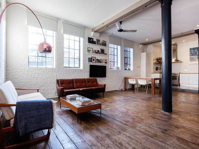 Photo for Trendy converted warehouse in London Bridge. Less than a min from tube (Veeve)