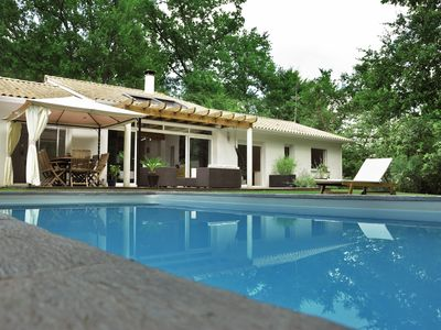 Photo for LARGE VILLA, HEATED POOL in the heart of the vineyards of Bordeaux (Léognan)