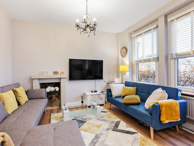 Photo for Modern 2 bed flat, West Kensington, Sleeps 6