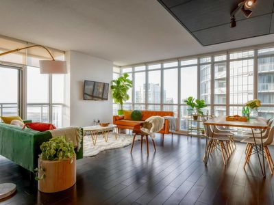 Photo for Spacious, Panoramic & Chic Downtown Suite