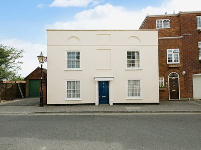 Photo for 3 bedroom property in Lymington.