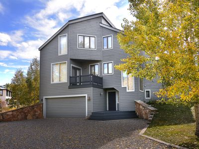 Photo for 5 Bedroom 5.5 Bath Mountain Home! Perfect for large families! Quiet Street!
