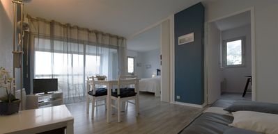 Photo for A large bright F2 apartment with sea views and the landing beach