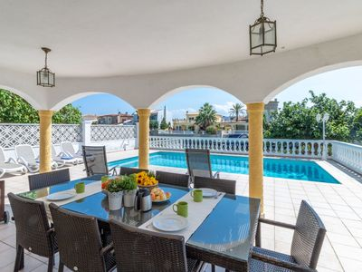 Photo for Cosy apartment for 10 people with WIFI, private pool, A/C, TV, balcony and parking