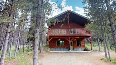 Photo for HUCKLEBERRY HIDEAWAY FREE WIFI SATELLITE TV W/ DVD PLAYER BBQ GRILL 20 MINUTES TO YELLOWSTONE