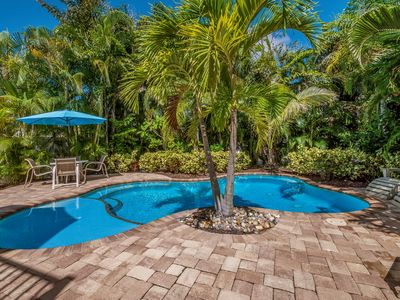 PINEAPPLE PALMS: Heated Pool, 3 minute Stroll to Beach, Central Location!!!