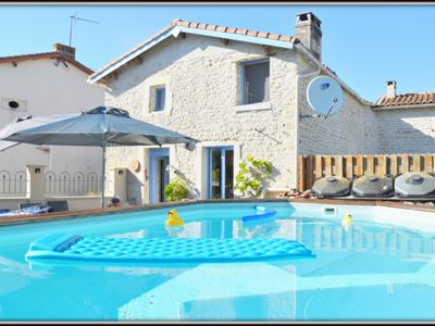 Photo for Lovely cottage in quiet hamlet with own pool, WIFI, close to La Rochelle coast