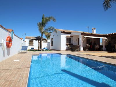 Photo for Holiday home for 4-5 persons with private Pool in quiet surroundings, with covered barbecue area, air conditioning, WiFi and bicycles.