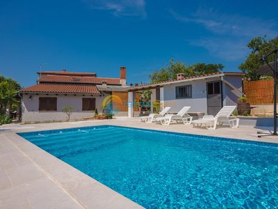Photo for Apartment 992/3091 (Istria - Pula), Romantic accommodation, 2500m from the beach