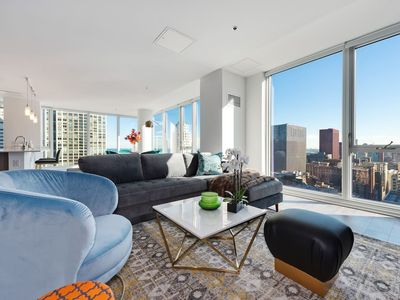 Photo for Pristine 3BR/3BA Penthouse in the Loop by Domio