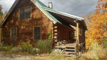 Private Log Chalet with Hot Tub, WiFi, Mountain Views. Pet Friendly!