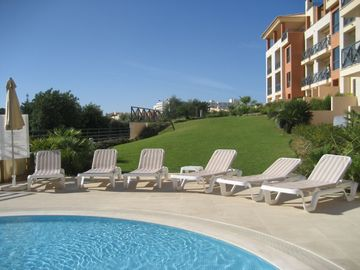 Luxury apartments in Albufeira, FREE WIFI, AIR CON, LATE ROOM DEPARTURE - SPACIOUS 2 BEDROOM PENTHOUSE, AIR-CON, WIFI, SEA VIEW