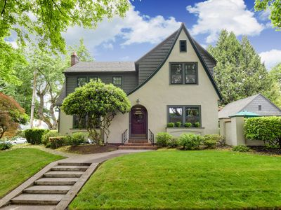 Photo for Amazing 4-Bedroom 3-Bathroom House on Corner Lot in Historic Eastmoreland