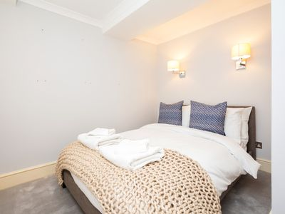 Photo for 2 Bedroom Apt in next to Kings Rd, Central London!