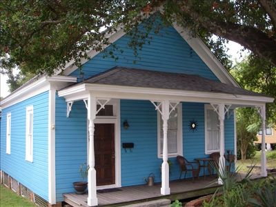 Historic Downtown Cottage Provides Charm and Convenience!