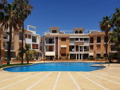 Photo for Great location 2 bed apartment, pools, wifi