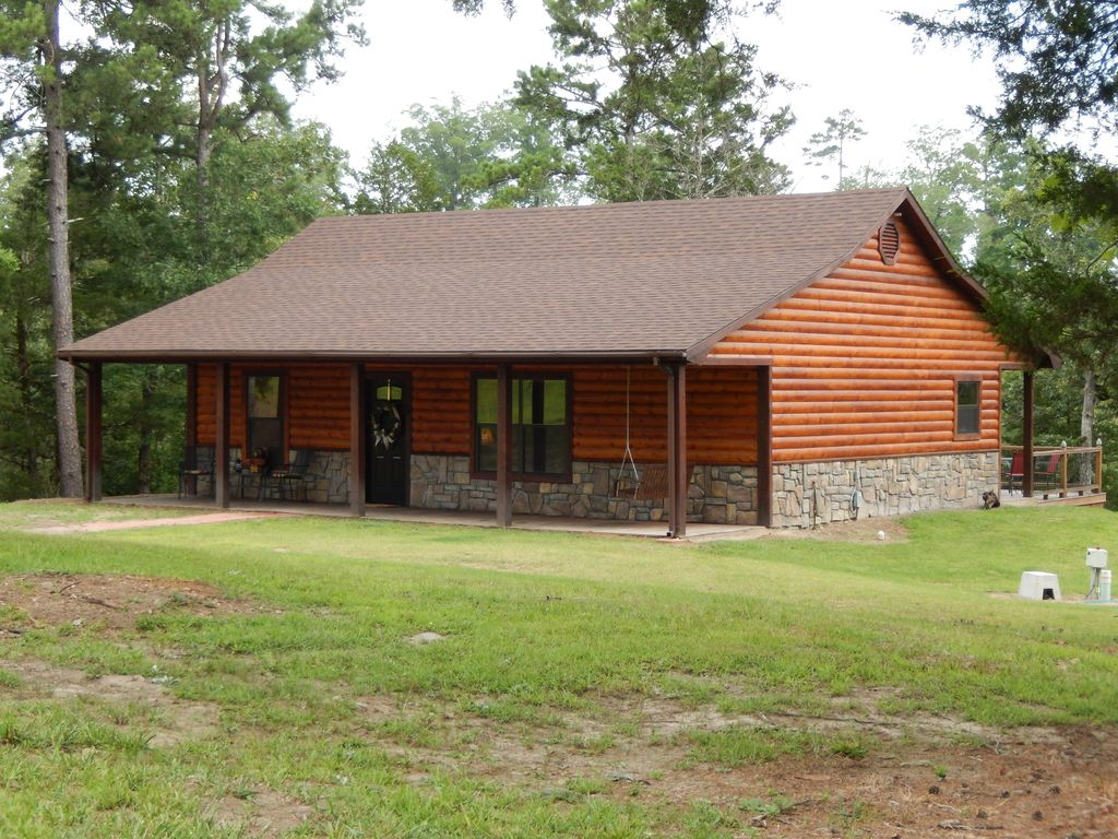 New Log Style Cabin On Heavily Wooded 2.8 Acre Lot. 2 Bed/1 Bath
