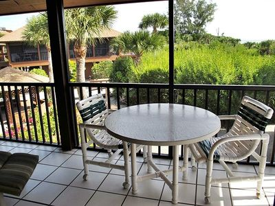 Large screened Lanai with table & chairs and lounger