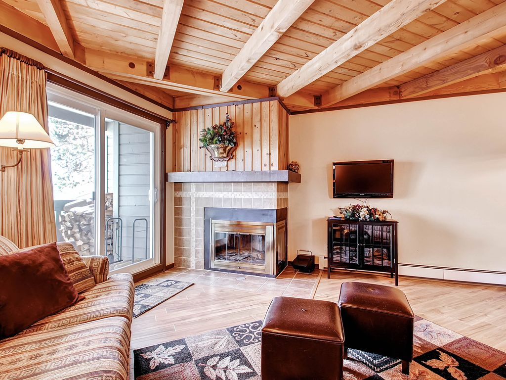 treehouse 202 fireplace great clubhouse homeaway silverthorne