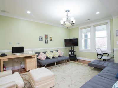 Roomy 4 bed/ 3 bath Capitol Hill East, private parking and steps to the Metro!