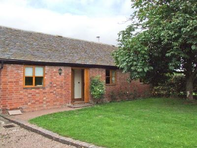 Photo for DOVE COTTAGE, family friendly in Drakes Broughton, Ref 28637