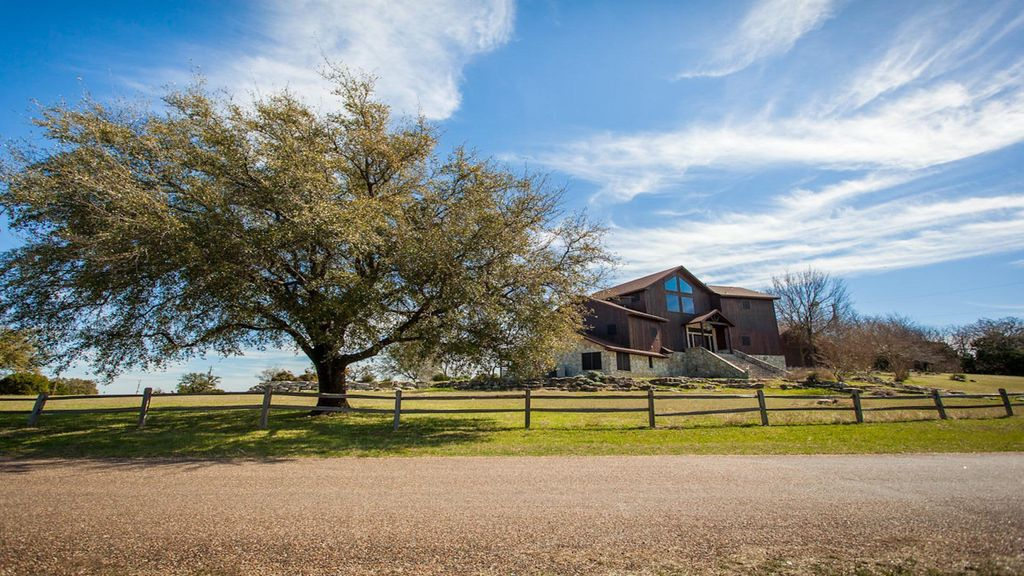 Incredible tri level home with lake whitney homeaway for Lake whitney cabins with hot tubs